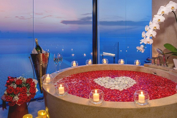 CELEBRATE LIFE WITH A LUXURY BATH